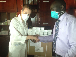 Marisa Kälin delivers the donated levofloxacin to the ward